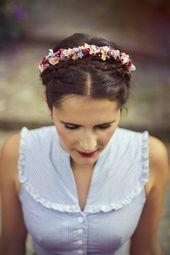 Photo of vintage Dirndl und handgefertigte Kranzl (flowercrowns) von www.fuchsdeifeswu…