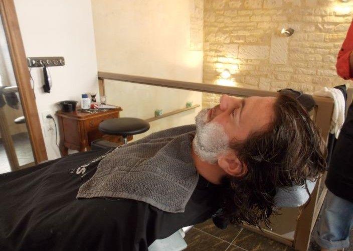 Un rasage à l'ancienne chez Joakim Coiffeur Barbier à Caen