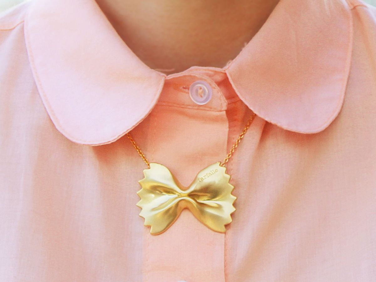 18K Plated Farfalle, Bow Tie Pasta Necklace, Matte. 蝶ネクタイパスタのネックレス   光沢なし