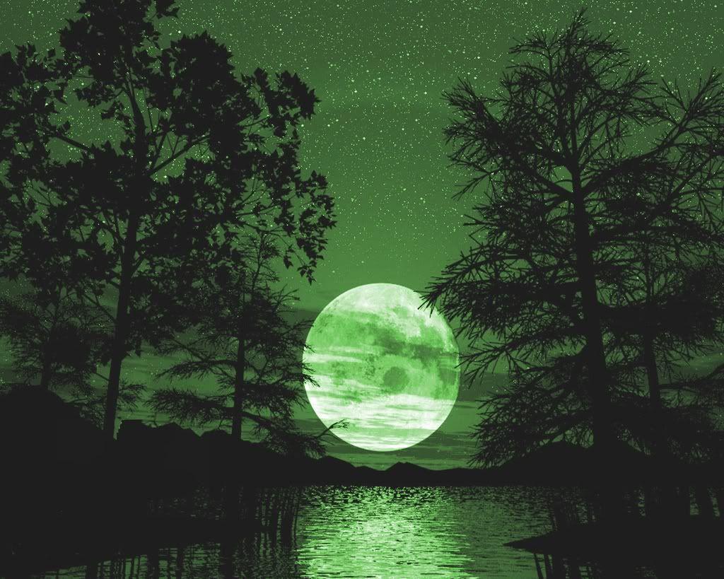 green moon   Green moon, Beautiful moon ...