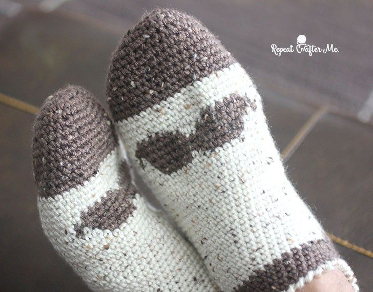 Crochet Mustache Slipper Socks for Men (Repeat Crafter Me) | Pinterest