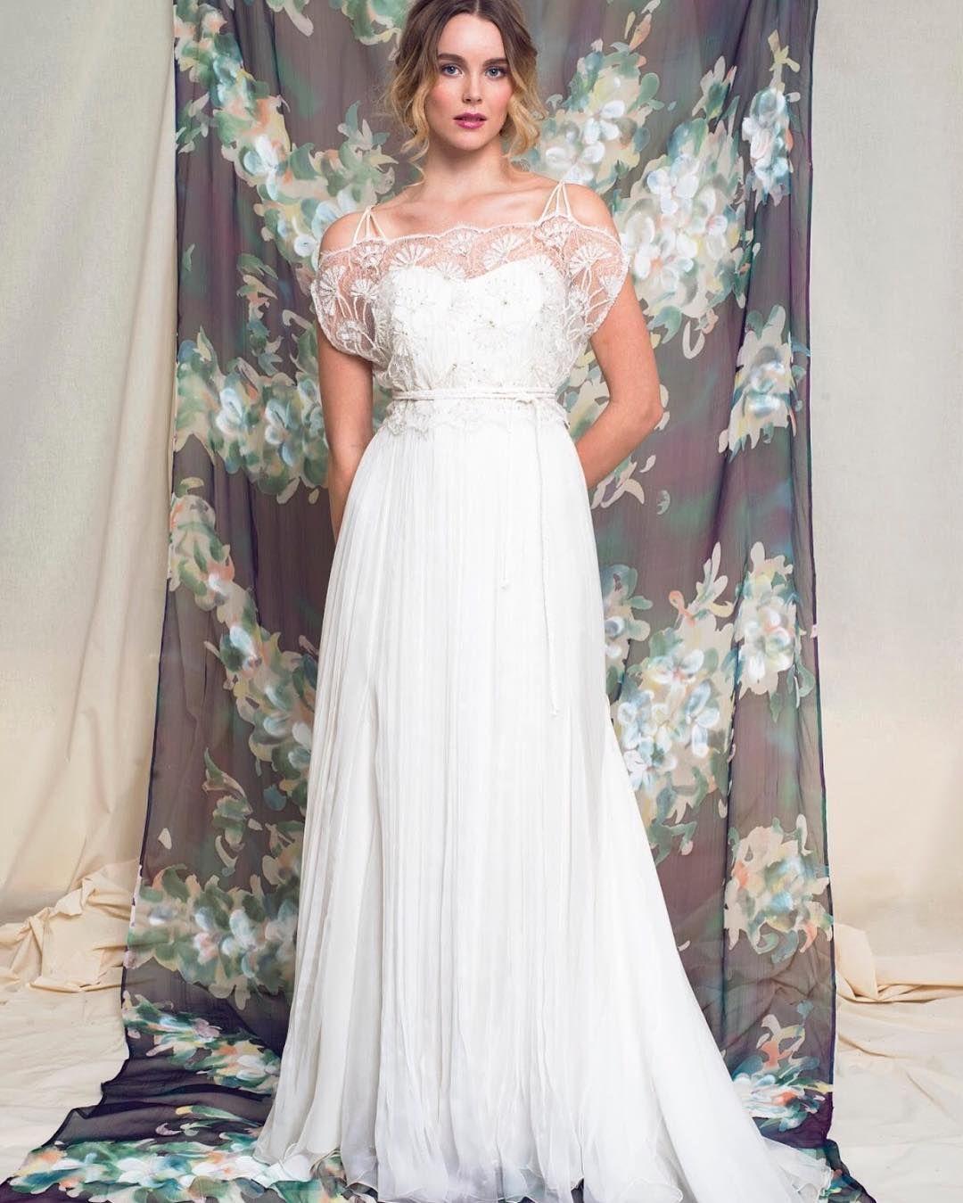 B O H OB R I D E  Chiffon base dress (13.000 kr) & Alisa top (6.000 kr) #ceciliemelli #ceciliemellibride #brud #bryllup #brudekjole #bride #wedding #weddingdress #bohobride #handmadeinoslo #norwegiandesign #summerbride  For å booke din prøvetime gratis og uforpliktende ta kontakt med @ceciliemellistudio:  45 48 06 26 by ceciliemellishop