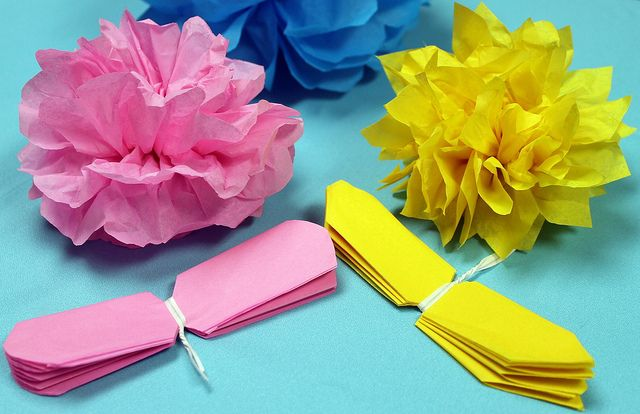 How to make tissue paper flowers paper flowers pinterest how to make tissue paper flowers video by nashvillewraps via flickr mightylinksfo