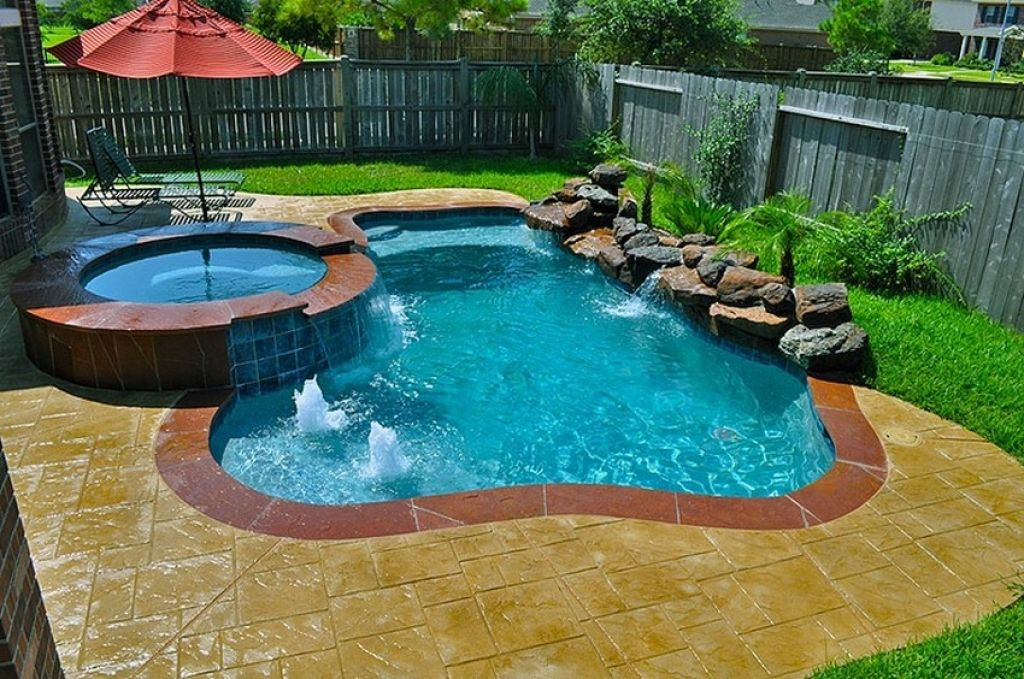 18 Gorgeous Backyard Swimming Pools With Small Sizes For Everyone S Taste Small Pool Design Small Inground Pool Swimming Pools Backyard