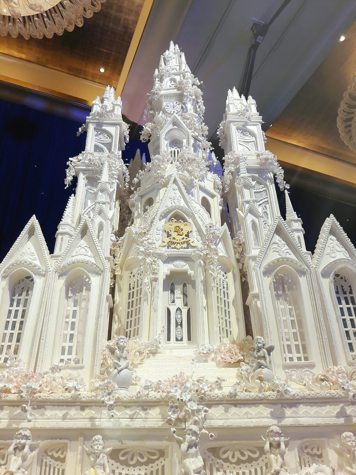 So neat! Amazing detail. Luxerion Castle Wedding Cake ...