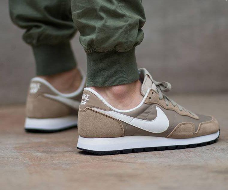 Nike Air Pegasus 83  Beige. LingeChaussureChaussures HommesChaussures Roshe Chaussures De Basket En CuirBaskets Pour ... 1a7b4c684f8d
