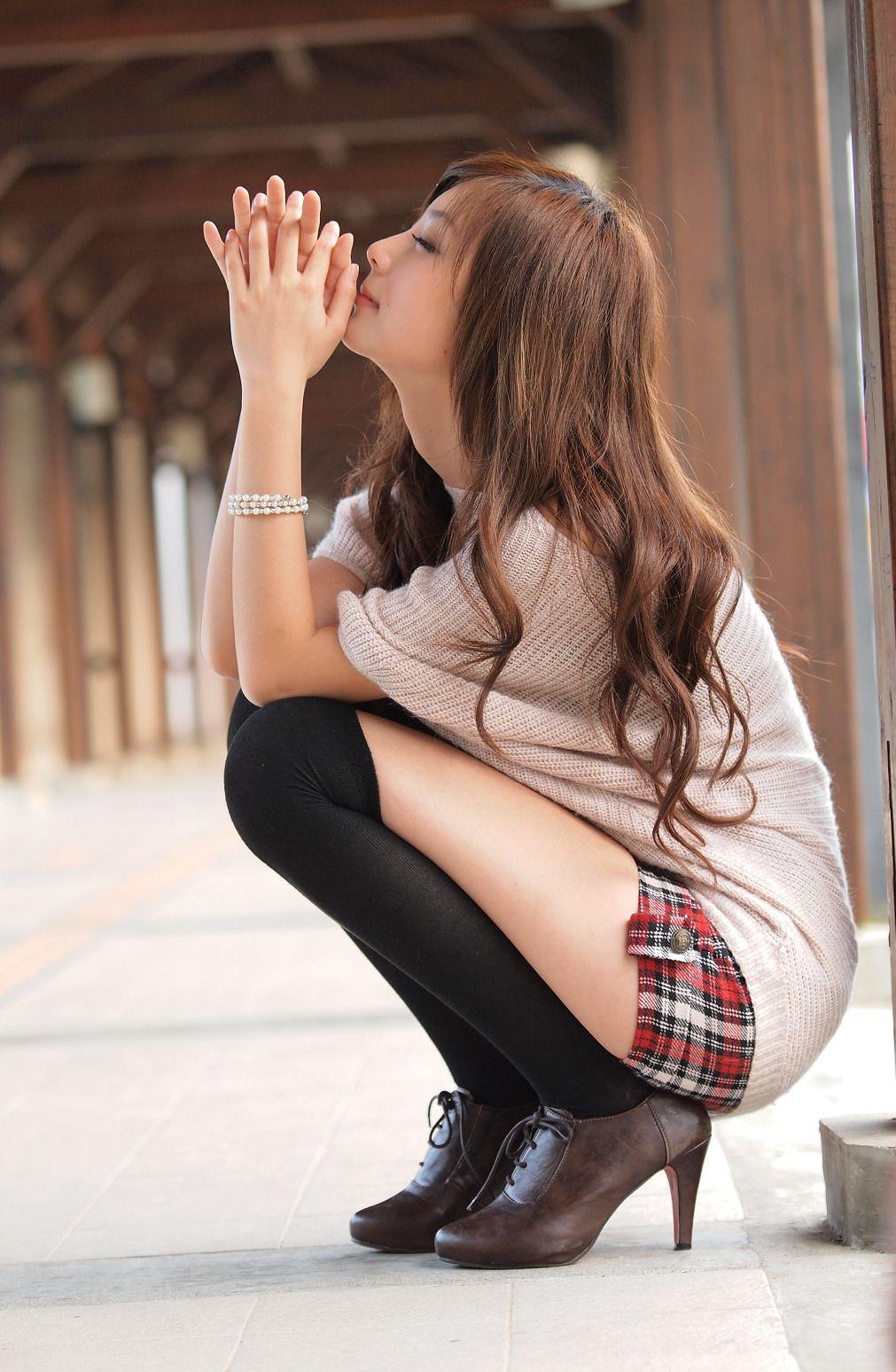 girls socks Asian wearing knee-high