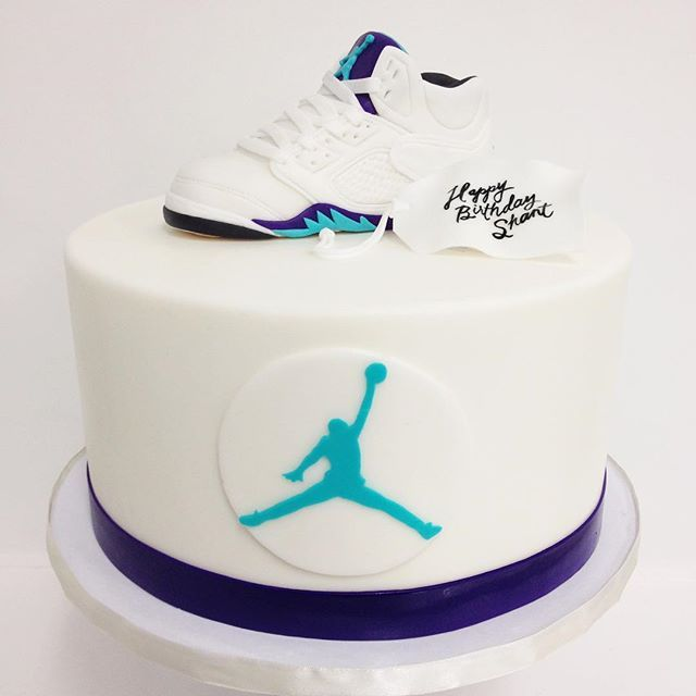 Air Jordan cake by @rachchan_la