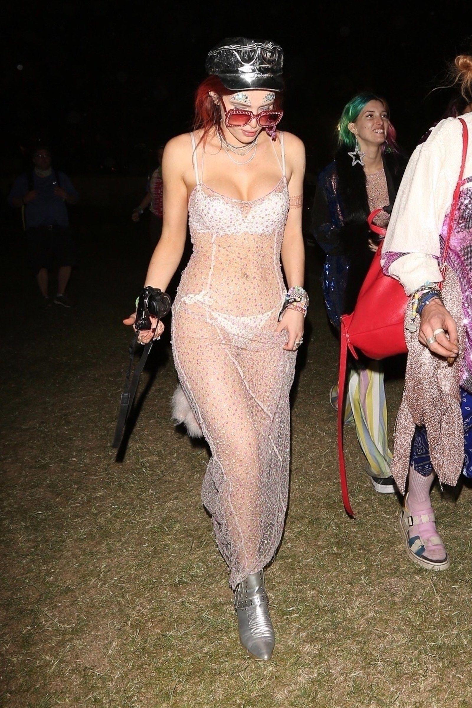 4daea4d8a11 Bella Thorne And Zendaya, Bella Thorne Shows, Coachella Festival, Coachella