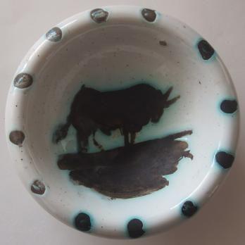 53e215802c8 Pablo PICASSO Taureau Céramique originale Cendrier   Coupelle en terre de  faïence blanche