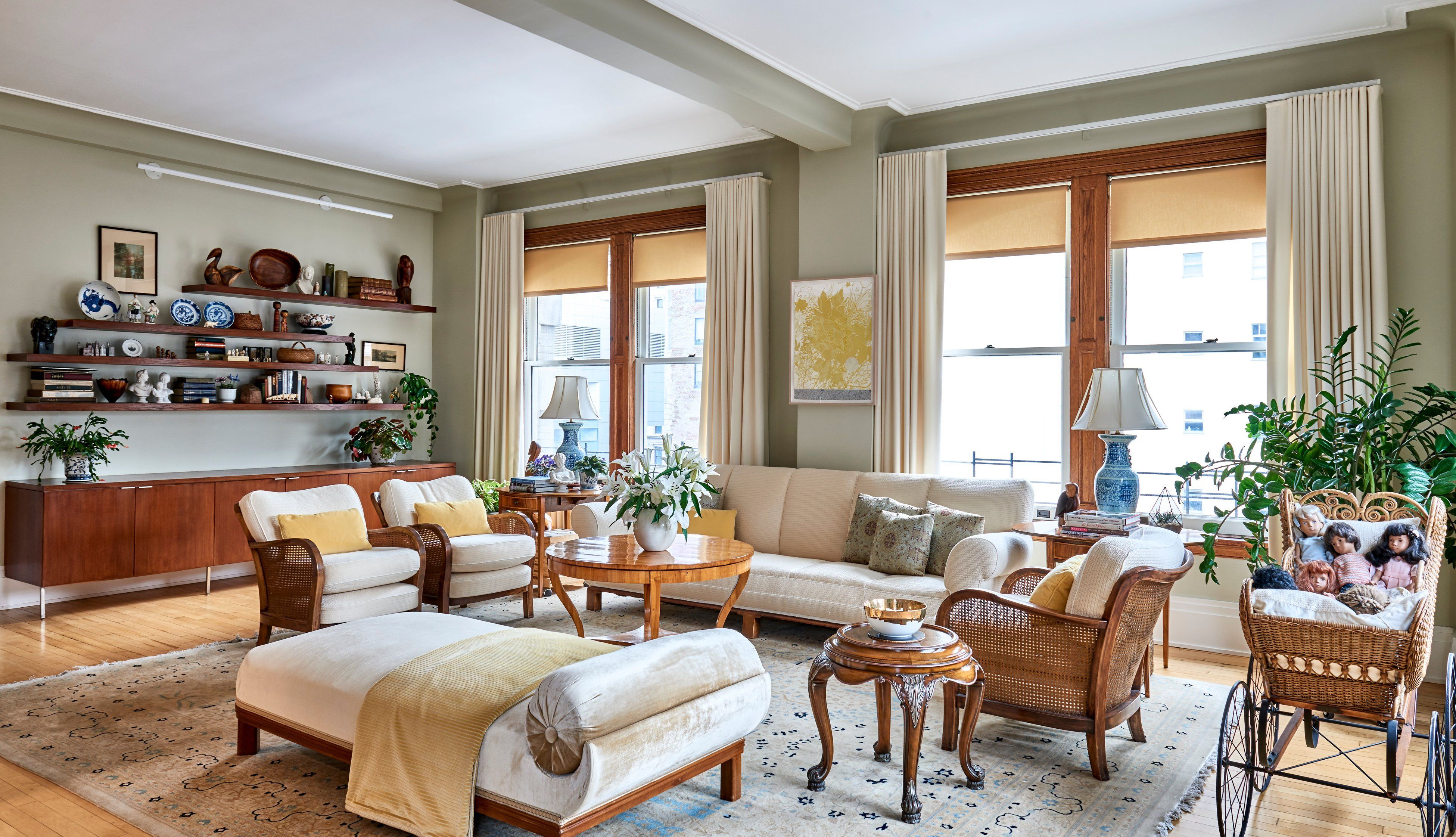 See More Of Inspace Ny Design S Classic Decor For Coveted Tribeca Loft On 1stdibs Classic Decor Living Room New York Decor Living room ny lyrics