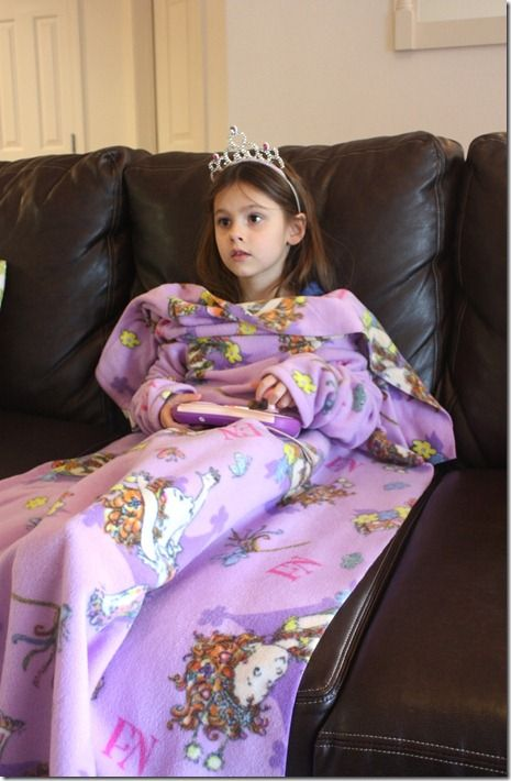 Great for winter road trip. Kids size DIY snuggie like blanket | For ...