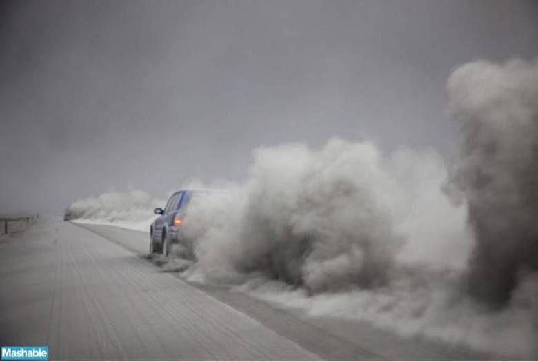 Cinzas do Eyjafjallajökull, na Islândia, em 2010. As cinzas que ficaram no ar por semanas interrompeu o tráfego aéreo em parte da Europa