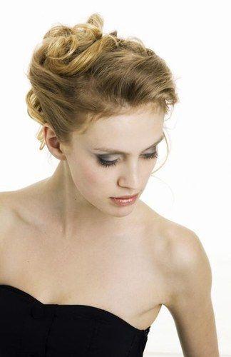 Brautfrisuren romantische hochsteckfrisur  Brautfrisur - romantische Hochsteckfrisur - Brautfrisur: die ...