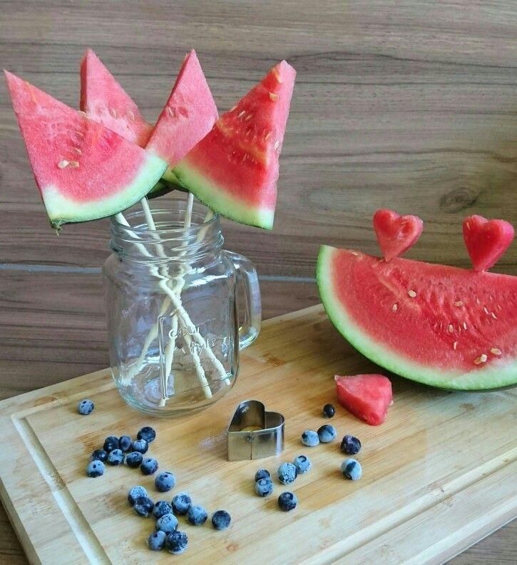 Vorbereitung zum Grillen. Melone
