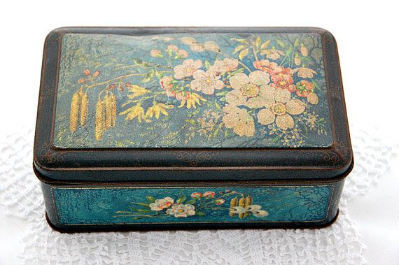 Vintage French cookie tin, French chocolate tin, French biscuit tin, French bonbon tin, apple blossom, Spring motifs, floral design, storage