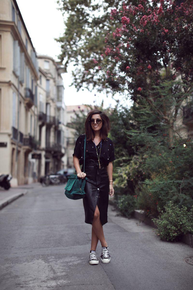Top noir Icode Jupe cuir midi Stradivarius Converse noires Sac vert Jerome Dreyfuss Look blog mode tendances automne 2017 Le Petit Monde de Julie