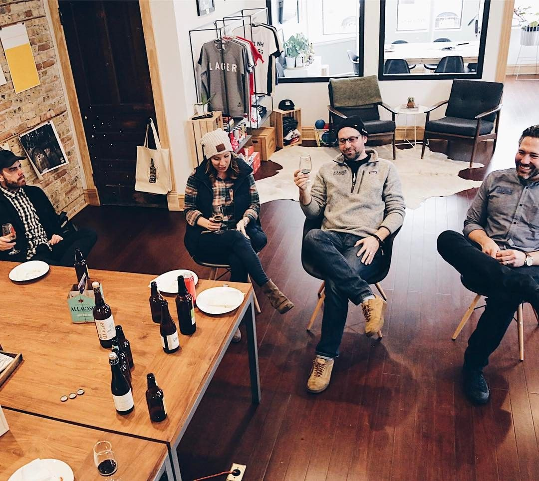 """361 Me gusta, 7 comentarios - Good Beer Hunting (@goodbeerhunting) en Instagram: """"Invited the local @allagashbrewing team over to the studio for """"working"""" lunch today. They brought…"""""""