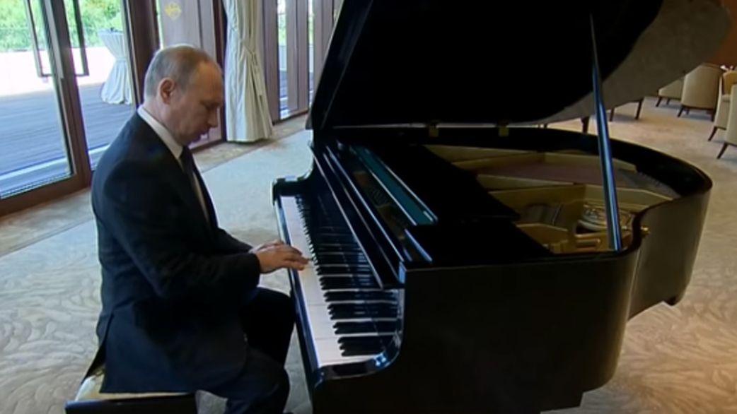 Putin Spielt Klavier
