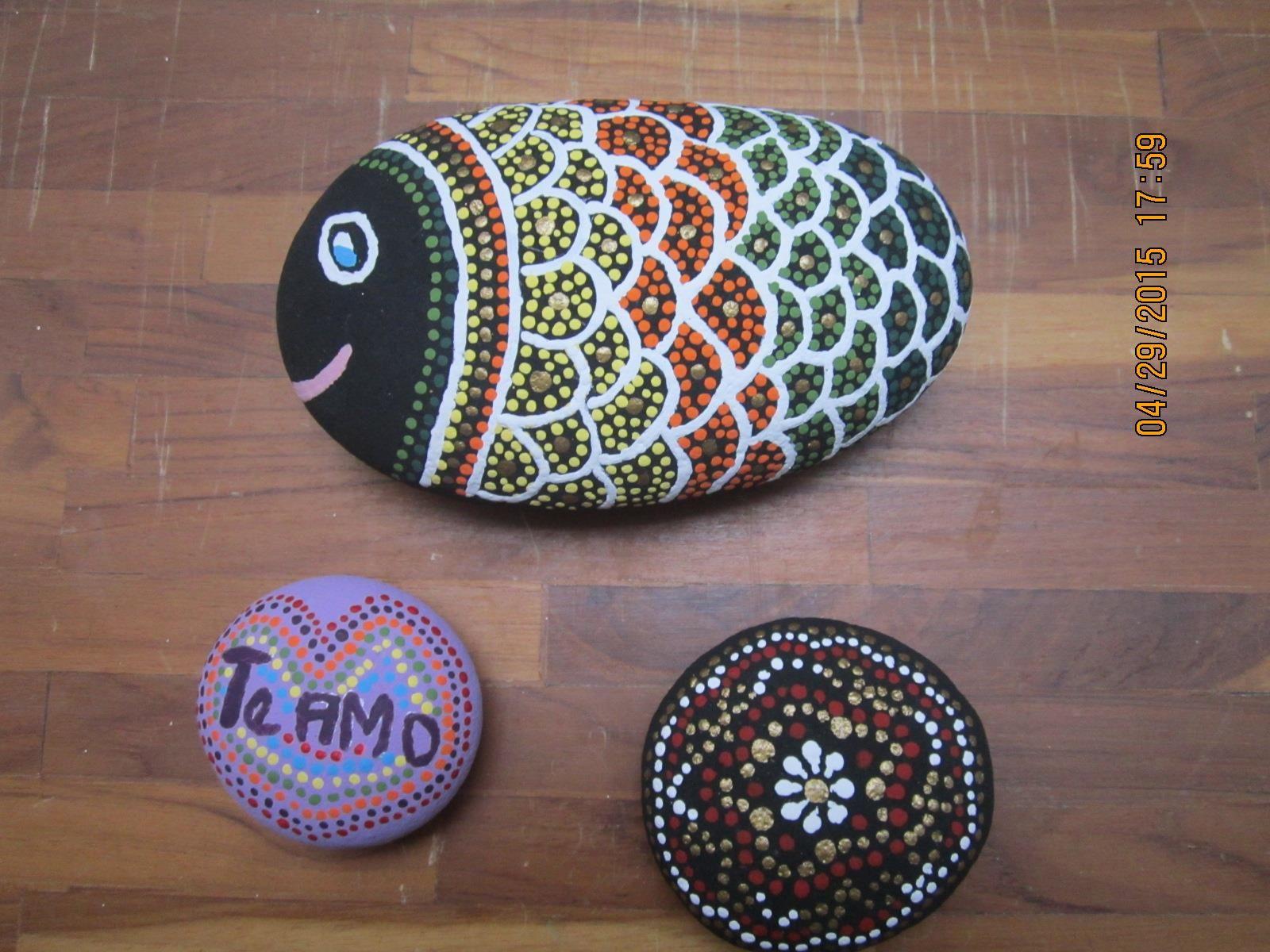 Piedra pintada con t cnica puntillismo por deyanira mis for Tecnica para pintar piedras