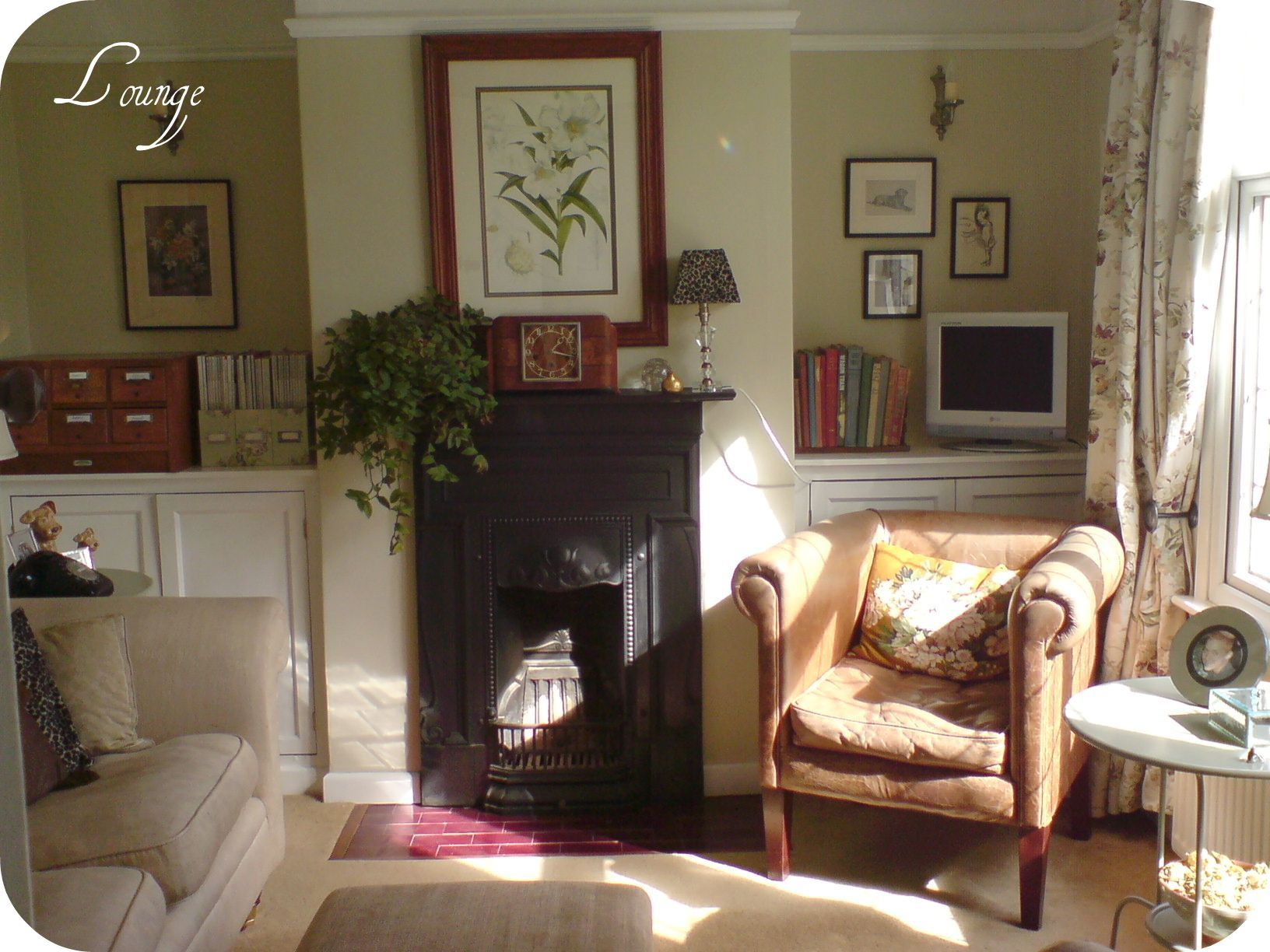 Cozy English And World Styled Sitting Room With: Sairer From Malvern In The UK