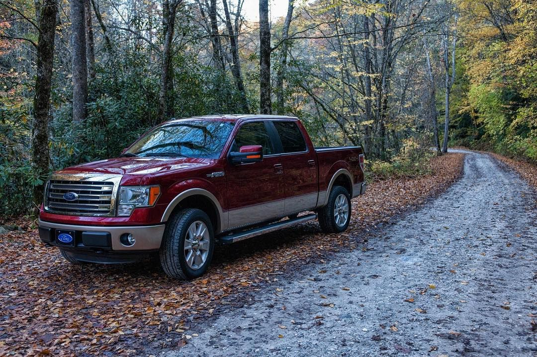 when your truck matches the foliage trucktuesday ford trucks fordtrucks f150 lariat 4x4 builtfordto ford motor company built ford tough ford motor pinterest