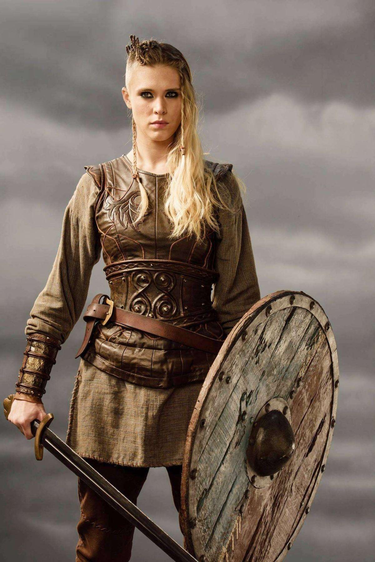 Sencillo y bonito vikingos peinados Imagen De Tendencias De Color De Pelo - Pin by Tsang Eric on Military / Fighter (Girl) | Warrior girl