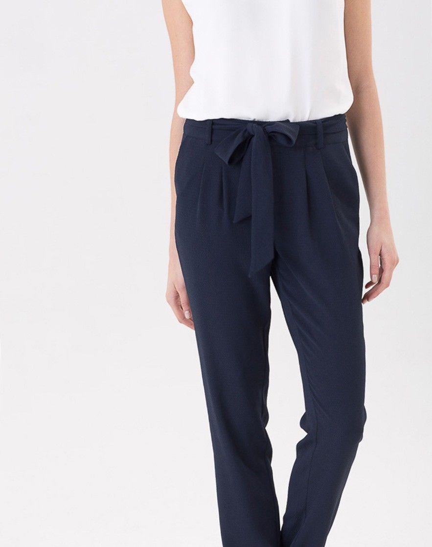 Pantalon fluide bleu marine douglas mon placard les veut - Que porter avec un pantalon bleu marine ...