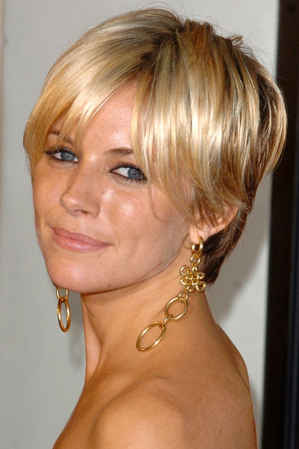 Jennifer Lawrence Gets A Pixie Crop Hunger Games Star Debuts New