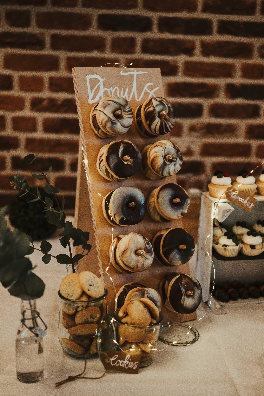 Donut Wall Donut Wall Karina Sowa Fotografie Karinasowa Karinasowa Com Wedding Karinasowa Com Wedding Hochzeit Details Donuts In 2020 Donuts Donut Bar Wedding