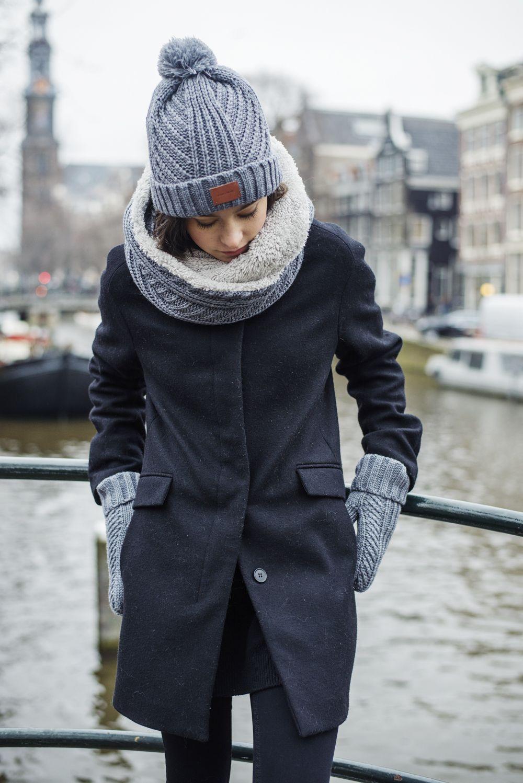 вяло, целеустремленно, вязаная шапка под зимнее пальто фото плюс это