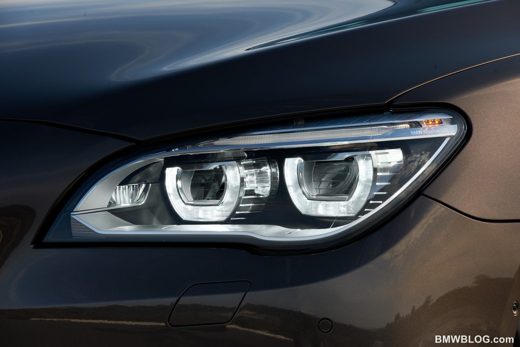 BMW 7 Series Crystal HD Light Wallpaper