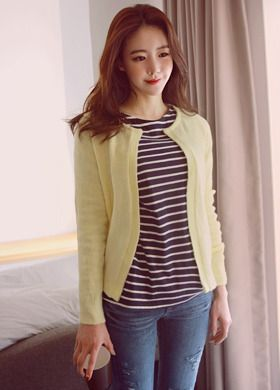 BubbleNchic Open Front CardiganThis open front cardigan is a simple but comfortable add-on to any casual outfit. With its crew neck, open front and long sleeves, it fits regularly and works well over a tee with jeans.
