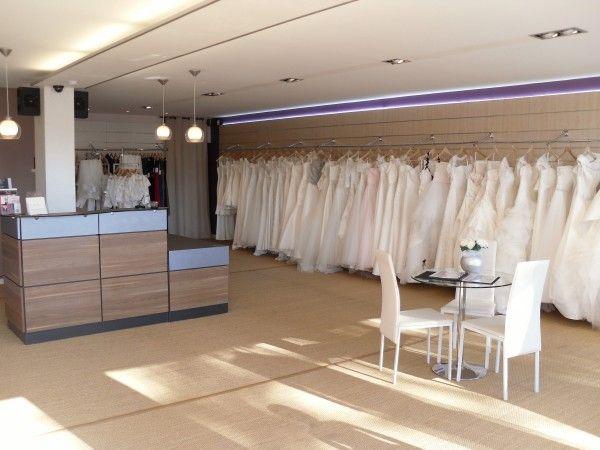 La Boutique De Mariage Amaria Toulouse Vous Propose Une Belle Collection De Robes De Mariee Costumes De Boutique Mariage Robe De Mariee Toulouse Magasin Robe
