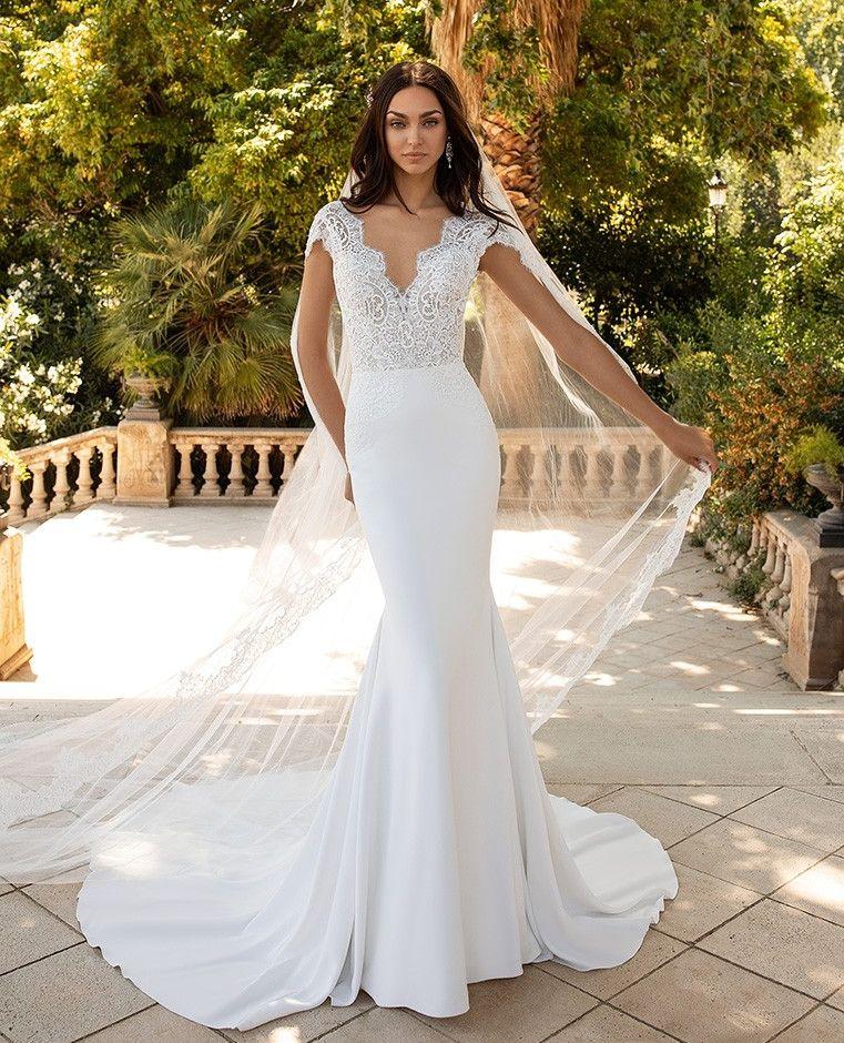 Milady Dress From Pronovias Pronovias2020 Wedding Weddinginspiration Bridetobe Wedding Crepe Wedding Dress Making A Wedding Dress Online Wedding Dress