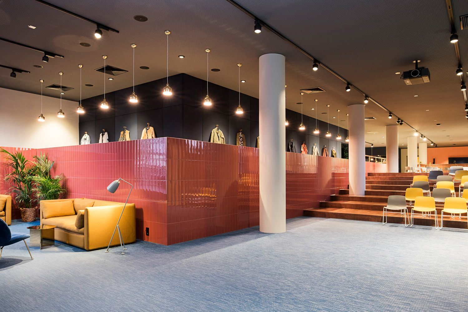 Hülle & Fülle have designed a new multi-purpose space for an online fashion retailer Zalando, located in Berlin, Germany.