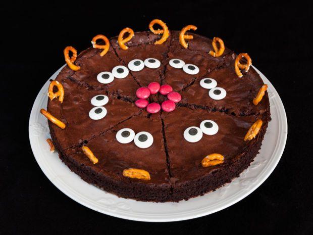 Dieser Kuchen ist nicht nur super niedlich, sondern auch saftig schokoladig. Wir haben hier das Rezept für euch! #kuchentisch
