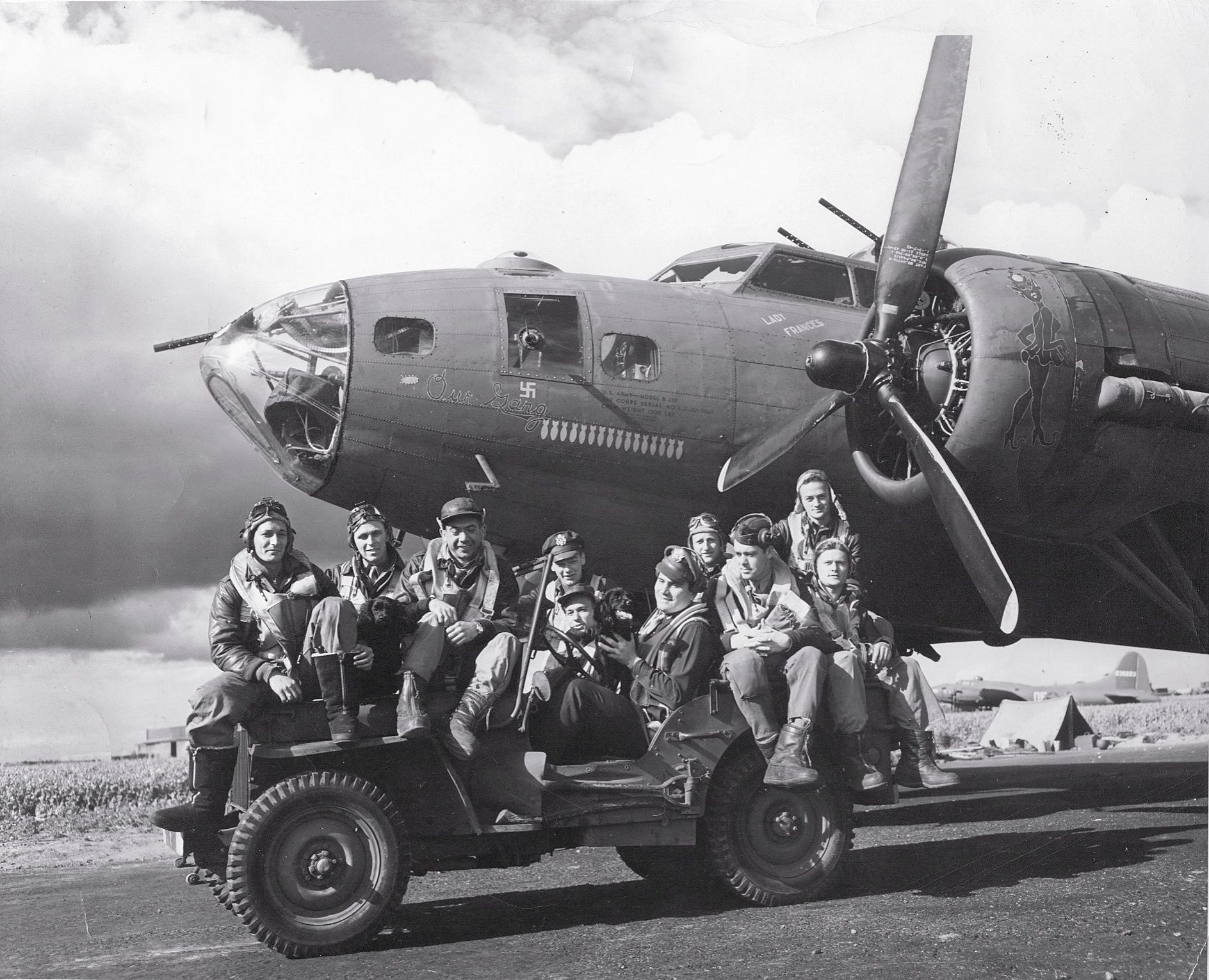 photo air crew posing on jeep in front of b 17f 39 our gang 39 of 324th bs 91st bg us 8th air. Black Bedroom Furniture Sets. Home Design Ideas