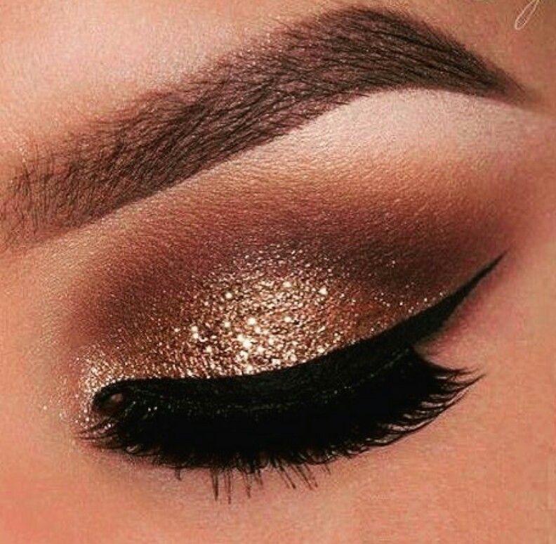 Sombra En Tono Cobrizo Y Un Poco De Brillo Noche Maquillaje Ojos Marrones Maquillaje De Noche Maquillaje De Ojos
