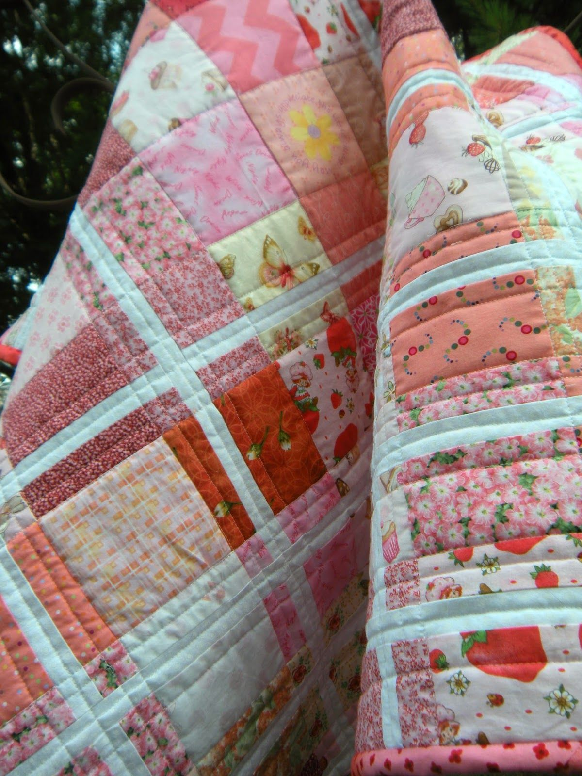 ❤ =^..^= ❤   Life in the Scrapatch: The Baby Sister Quilt is Done: Strawberry Shortcake ~ quilting details