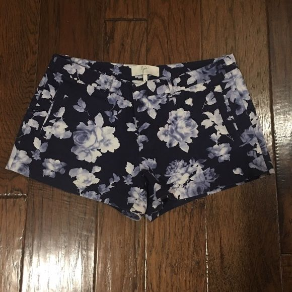 Joie Blue Navy Floral Print Shorts Sz 8 I love these shorts!! Only reason selling is because they are too big! I bought another pair in a smaller size bc I love them so much! Highly recommend, quality is amazing! In good used condition! Joie Shorts