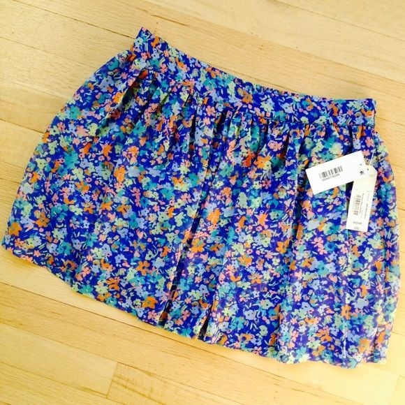 Super Cute Arizona Floral Skirt Cute and bright! Lined skirt with elastic waistband. Brand new with tags. Please feel free to make an offer or comment with any questions you may have, and thanks for looking! Arizona Jean Company Skirts Mini