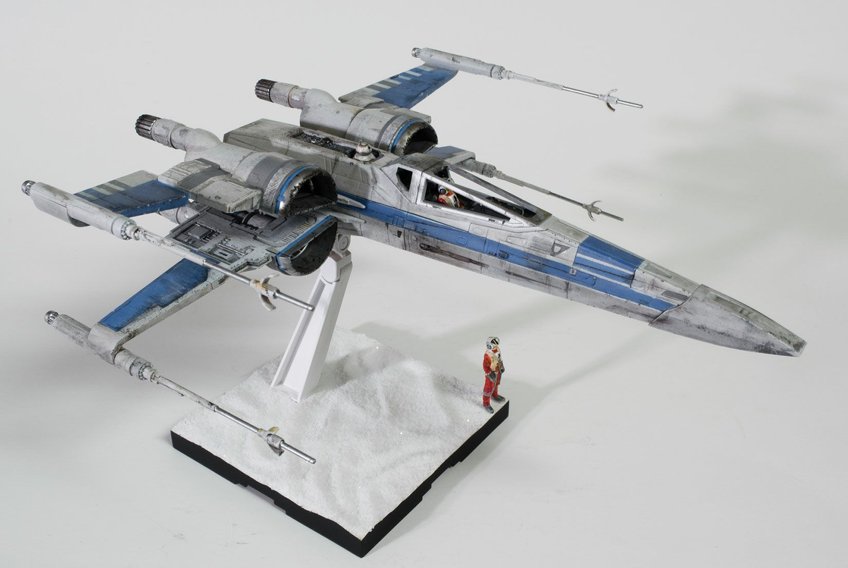 Bandai 1 72 Resistance X Wing Ready For Inspection Sf Realspace Star Wars Vehicles Star Wars Models Star Wars Geek