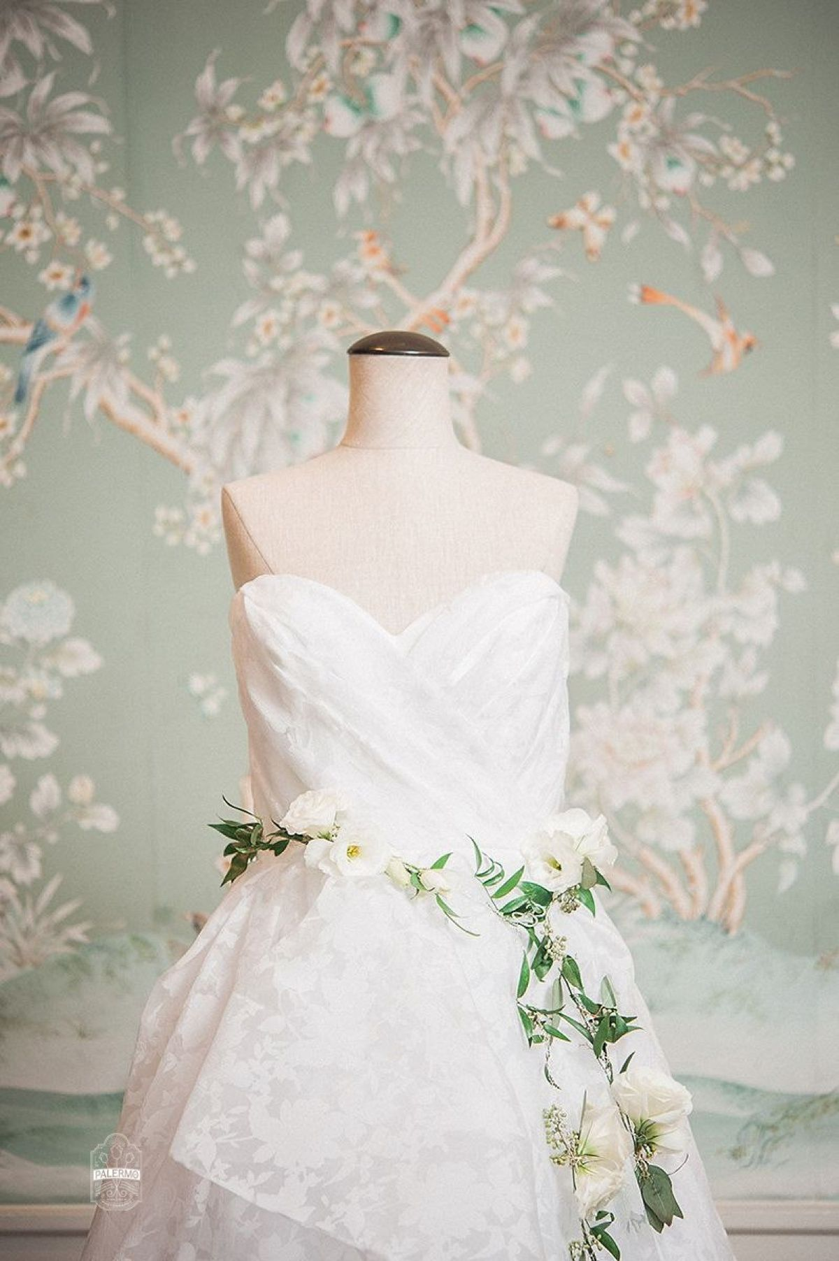 Modern Garden Inspired Wedding At The Pittsburgh Golf Club Susannah Bryan Floral Print Wedding Dress Garden Wedding Dresses Wedding Gowns Lace