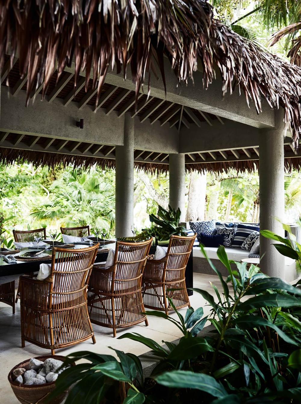indoor-outdoor living spaces