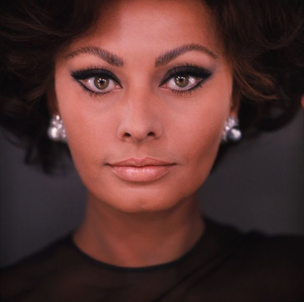 Sophia Loren by Chiara Samugheo - perfect nude lip with heavy eye liner, very little eye shadow