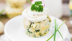 Blattspinat-Feta Cupcakes mit Frischkäsefrosting