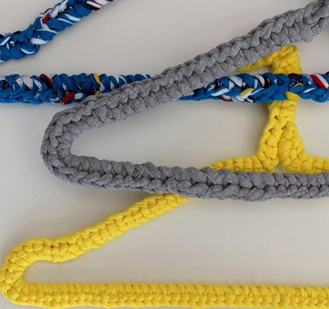 How to recycle a wire coat hanger with crochet, a simple diy ...