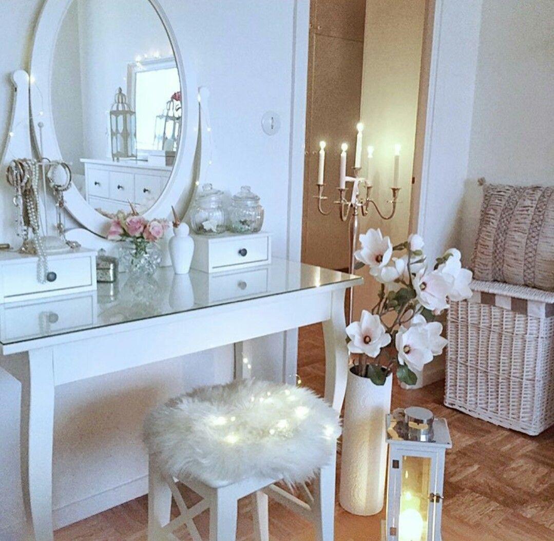 pin von andrea auf inneneinrichtung pinterest schminktisch dekor und inneneinrichtung. Black Bedroom Furniture Sets. Home Design Ideas