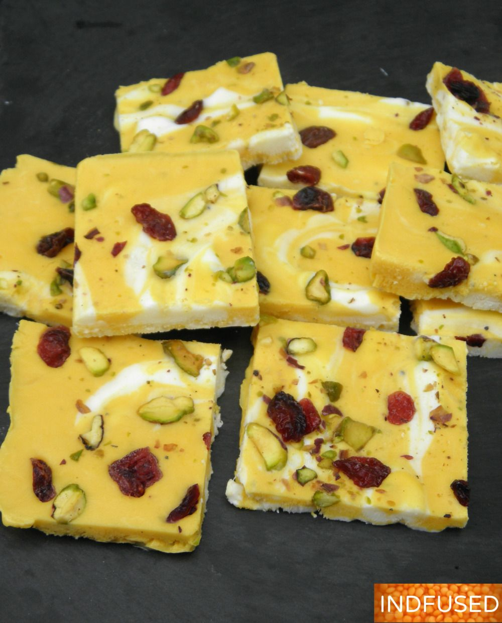 Quick and easy recipe for the perfect summer dessert! A nectarous dessert made with Greek yogurt, mango, pistachios and craisins and scented with cardamom.